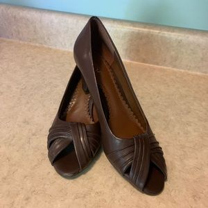 East 5th Open Toe Pumps. Size 7. Brown.
